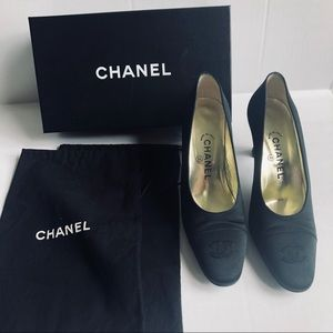 👠CHANEL👠 black satin CC pumps